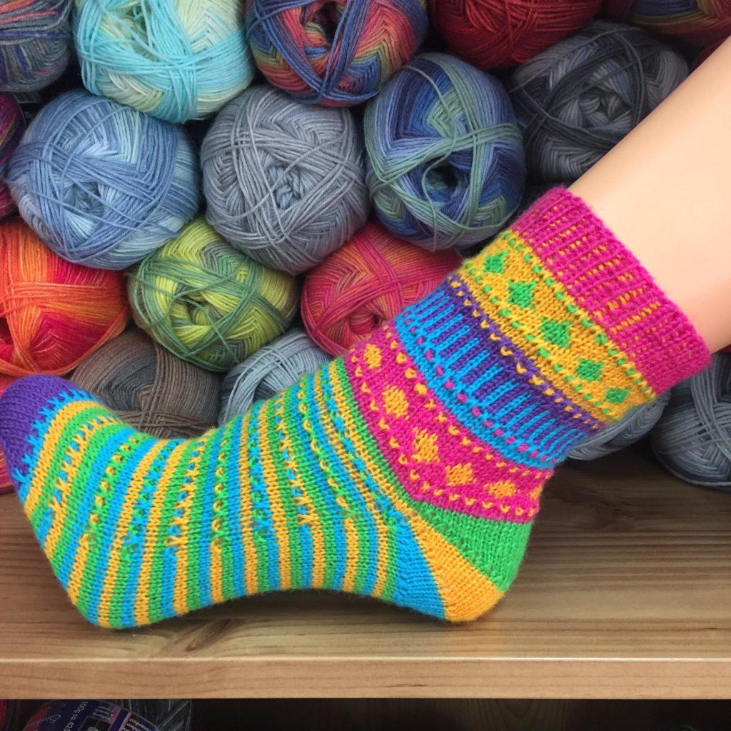 Socke *HappyDay* aus fünf Farben Lang JAWOLL uni